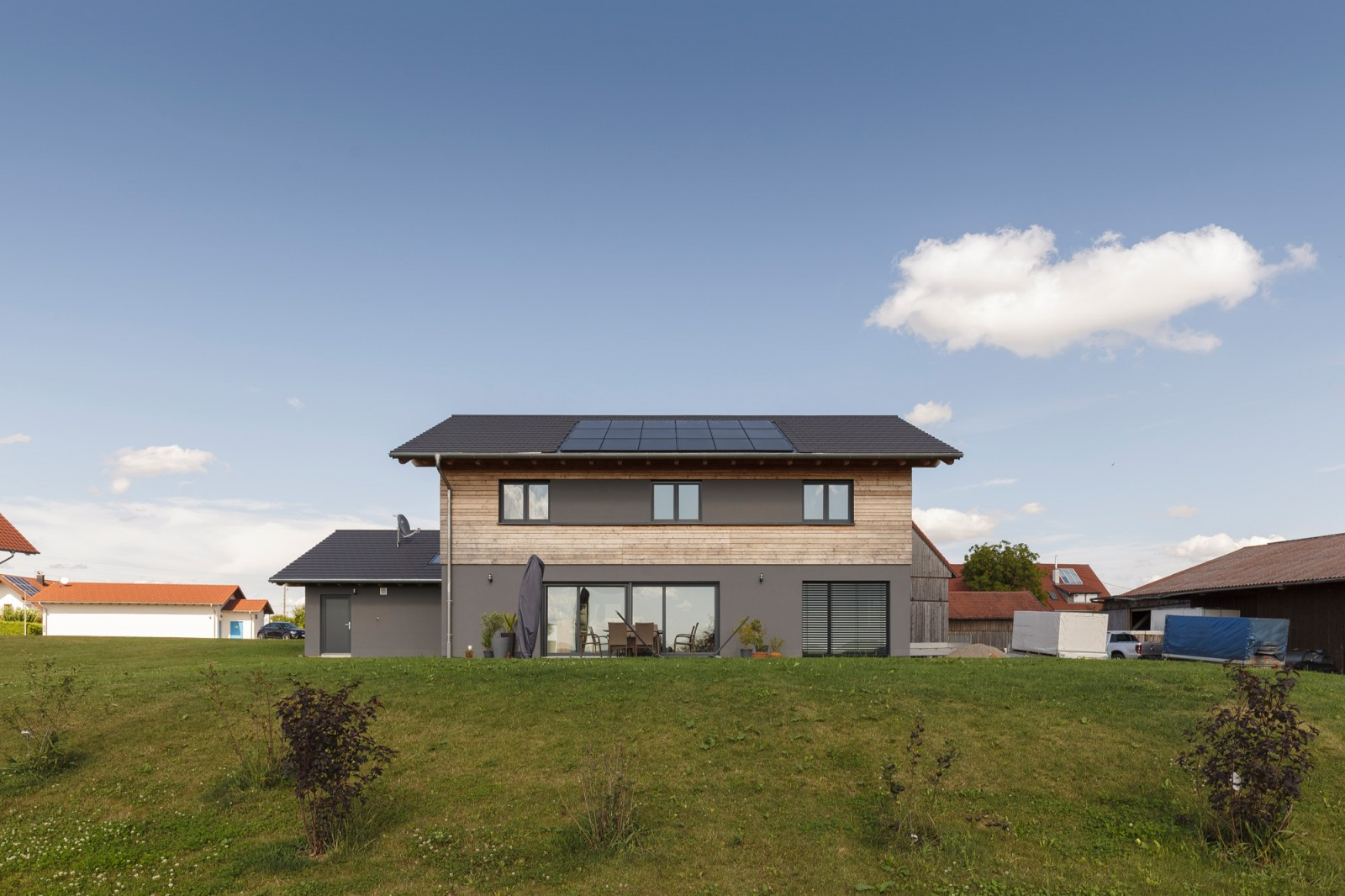Haus aus Massiv-Holz-Mauer