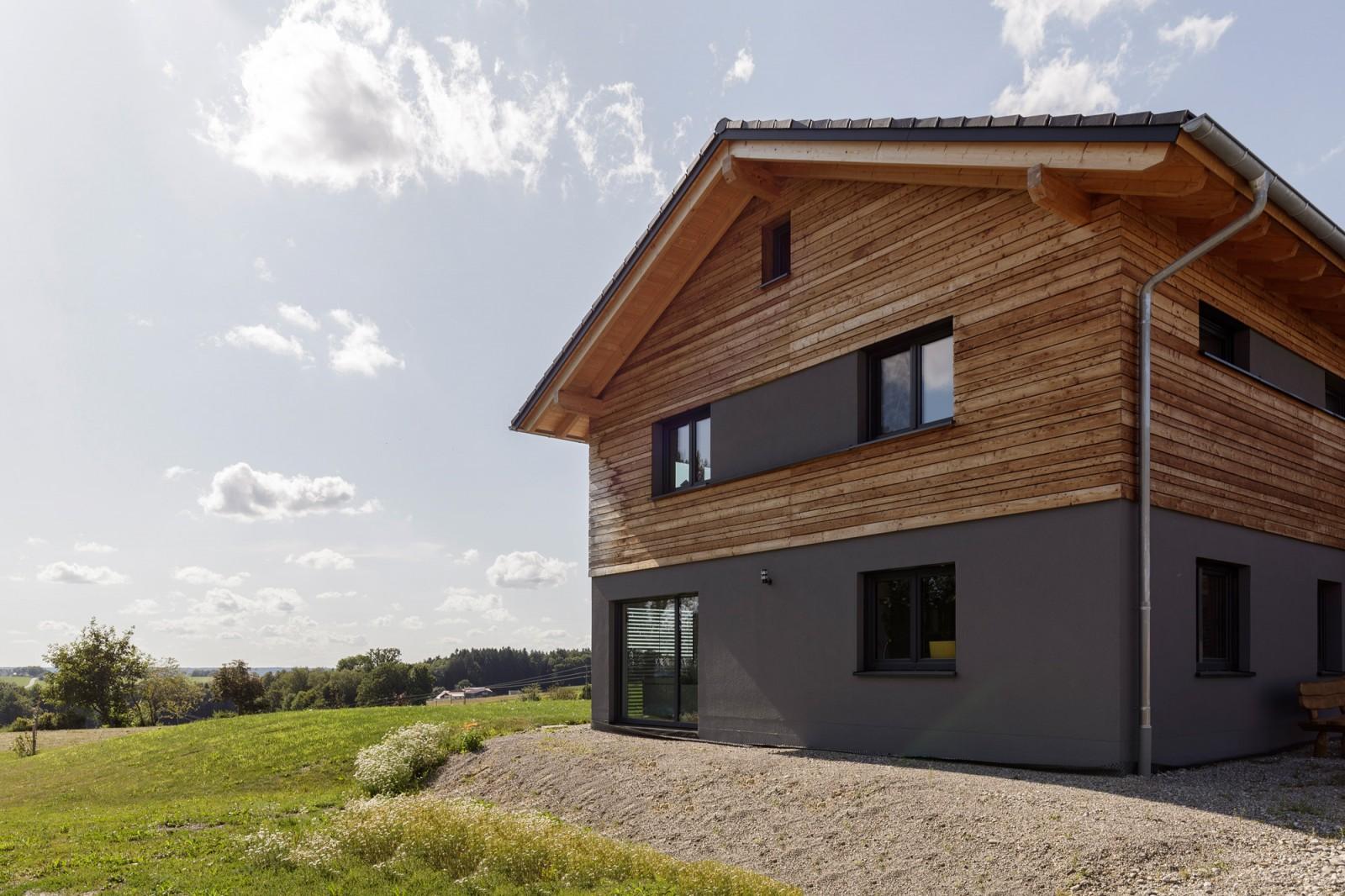 Moderne Holzhausbau von Zimmerei Karrer