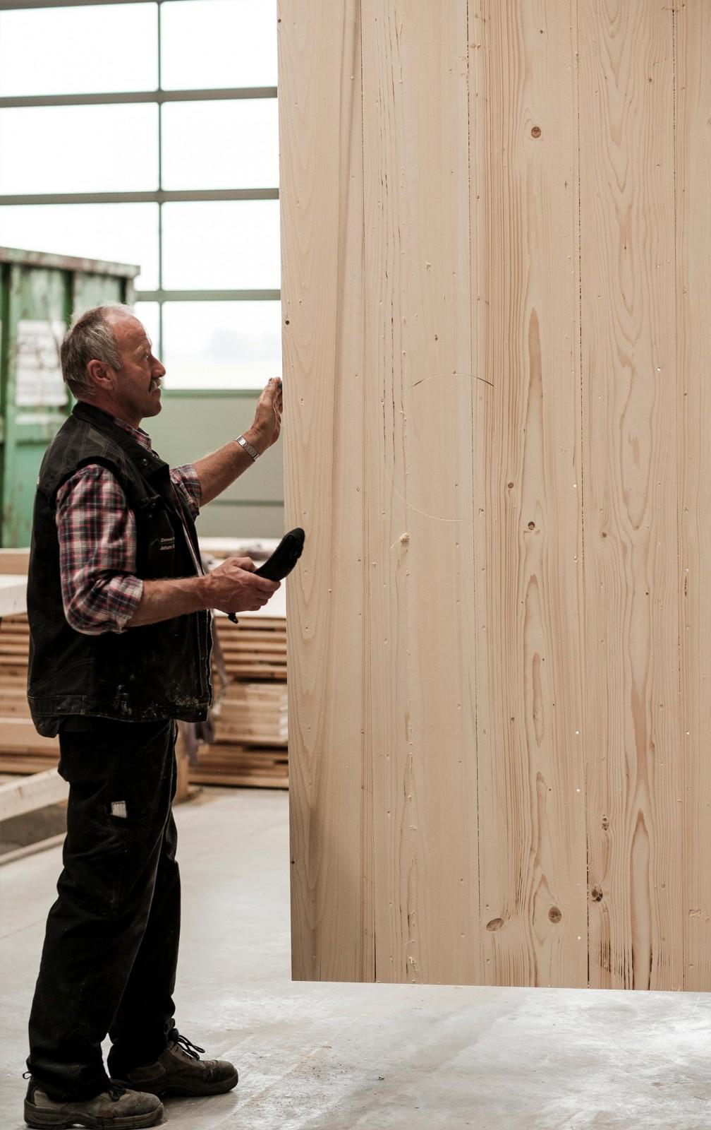 Massive Wände aus Holz in Woringen gefertigt